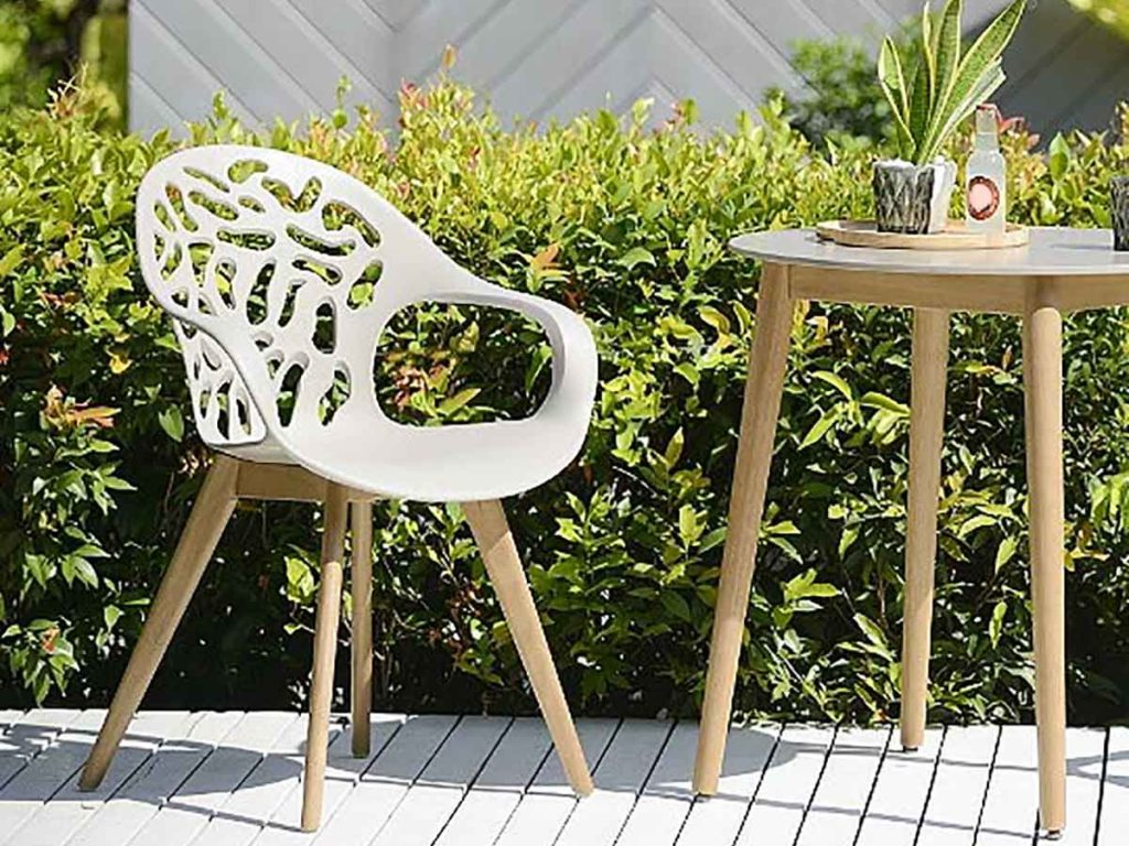 Choosing the Right Furniture and Accessories for Garden